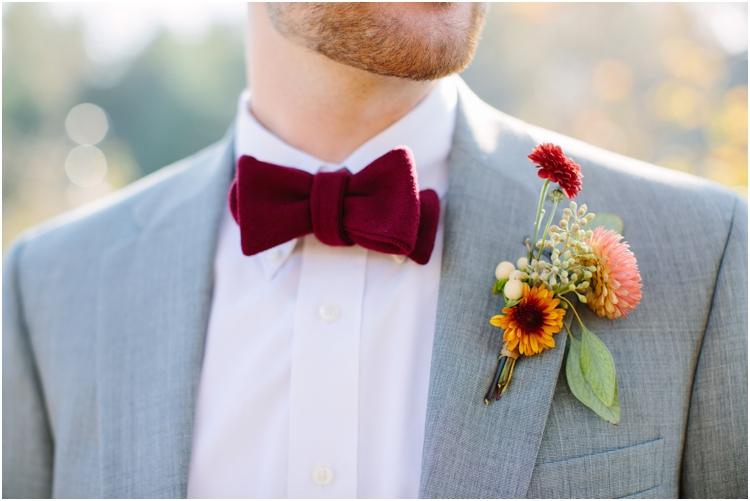 Бордовая бабочка на свадьбу