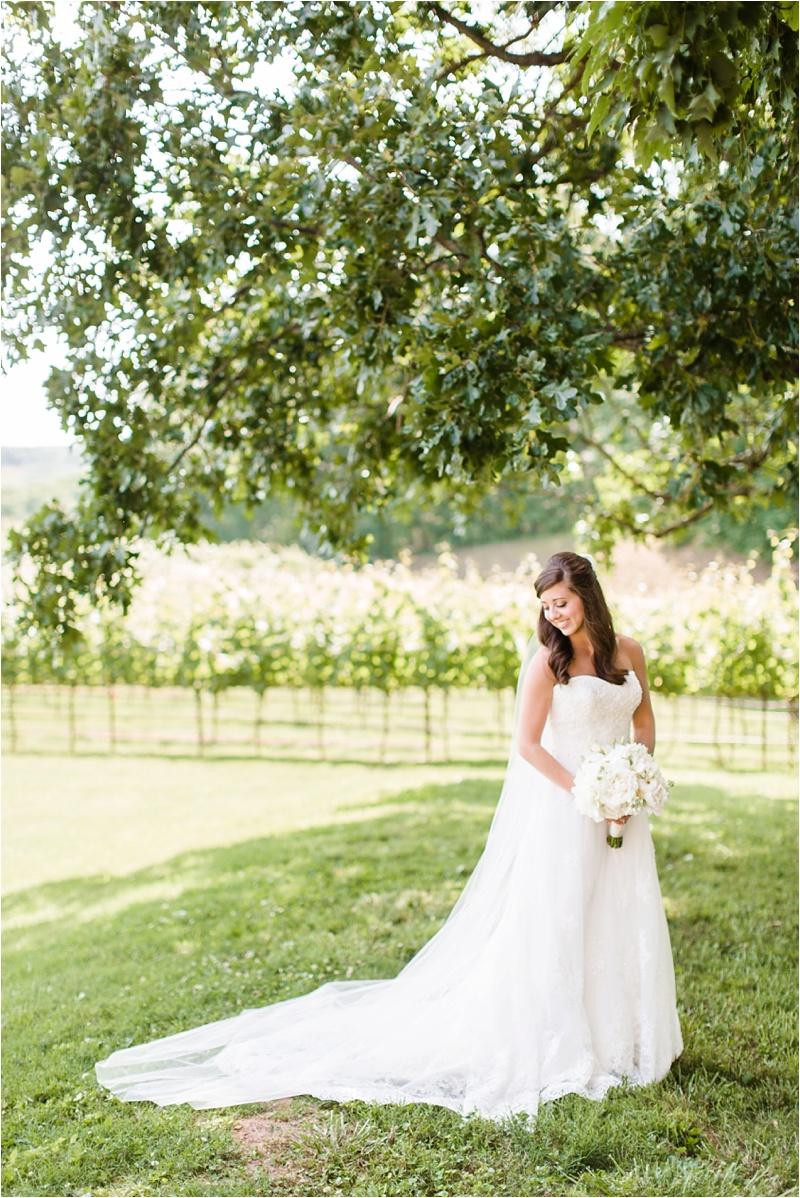 Anna_K_Photography_ANNA_SHACKLEFORD_Monteluce_Winery_Summer_Wedding__0014