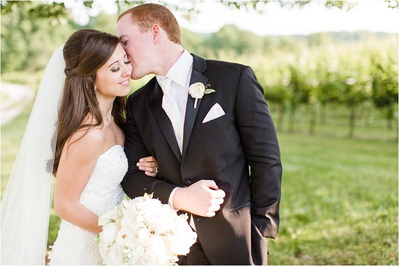 Anna_K_Photography_ANNA_SHACKLEFORD_Monteluce_Winery_Summer_Wedding__0043